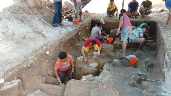 tim penelitian meneliti situs kuburan tempayan lambanapu
