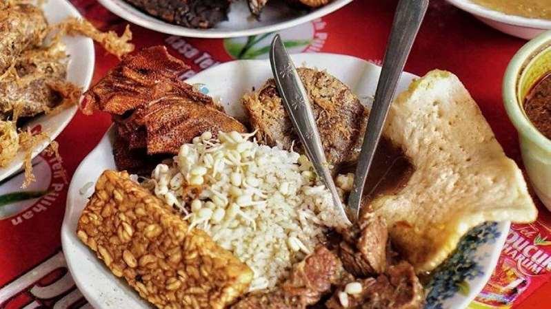 Cari Rawon Enak di Surabaya? 4 Tempat Makan Ini Tak Boleh Dilewatkan